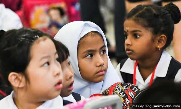 Malaysians split on single-stream education, survey finds